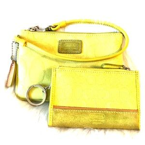 🎁Gift alert COACH wristlet and coin / key fob